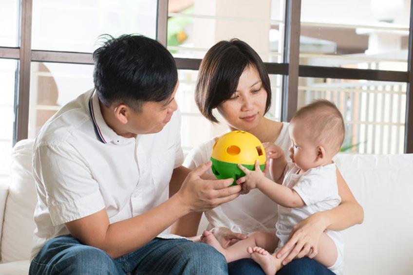 Saatnya Melatih Kecerdasan Anak Selama Usia 0-6 Bulan