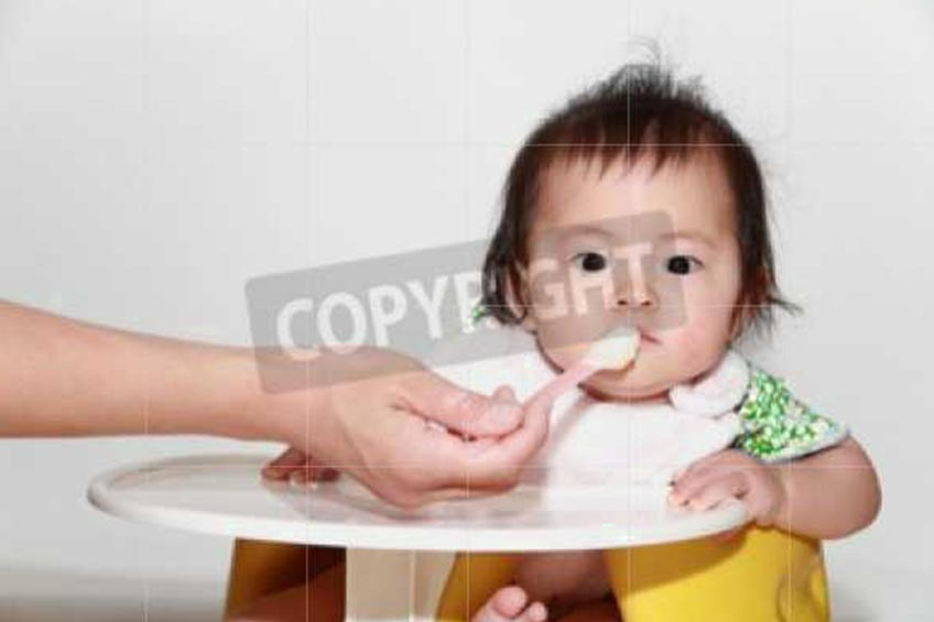 4 Signs that You Need to Prepare Baby Solid Food